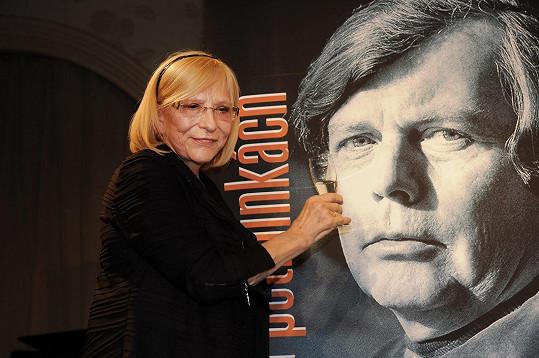 Tu sepsala jeho žena Marie Vrbová.