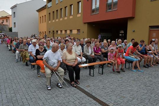 Na koncert přišlo opravdu hodně seniorů.
