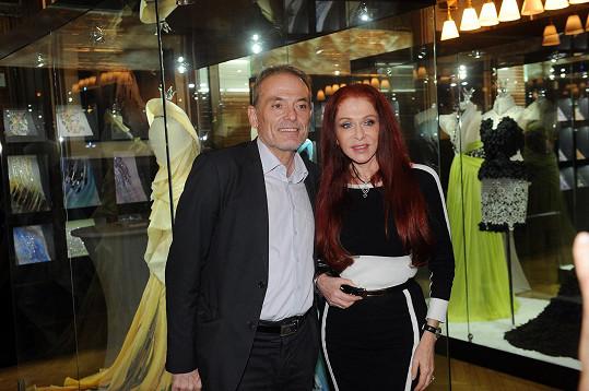 V roce 2013 jí zahajoval výstavu v Praze.