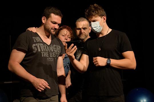 S kolegy v divadle Studio DVA chystají hru Vše o mužích.