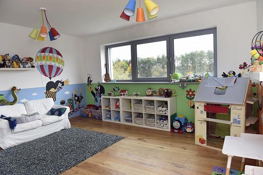 O výzdobu dětského pokojíku se postarali sami.