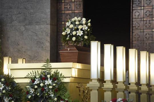 Poslední rozloučení proběhlo ve Krematoriu Strašnice v Praze.