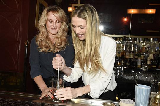 S Vendulou Pizingerovou ale umíchala koktejl Kapka naděje.