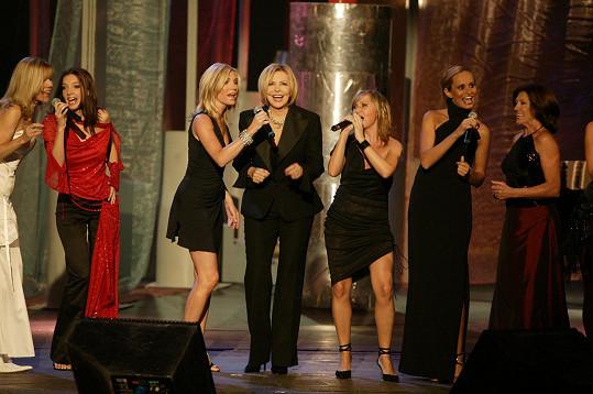 Poprvé se koncert uskutečnil před dvaceti lety. Takto vypadala sestava hvězdných zpěvaček v roce 2003.