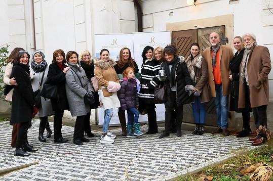 Balzerová, Freimanová, Zelenková, Kanyza a další osobnosti dorazili na adventní setkání do kostela.