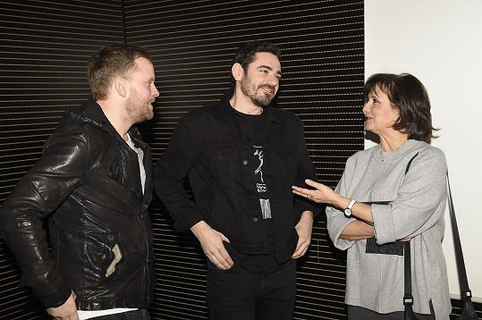 Na tiskové konferenci se dal do řeči s Veronikou Freimanovou a Jakubem Prachařem.