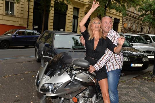 Na kosmetiku přijela i Daniela Šinkorová s Davidem Novotným