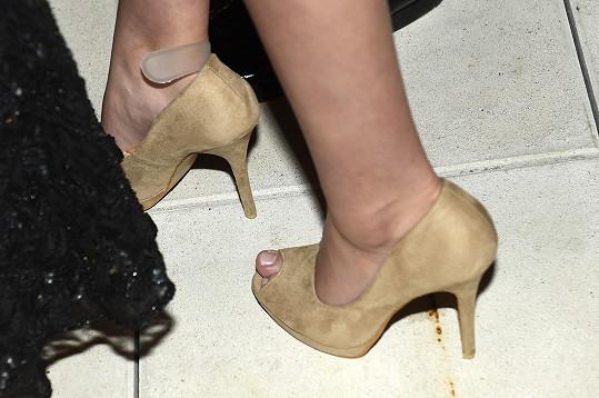Janiny nohy promenády v podpatcích pořádně odnesly.