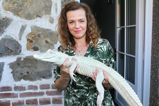 Marta Jandová aligátora pojmenovala Maruška.