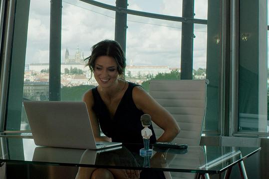 Jeho ženu ztvární Langmajerova partnerka Adéla Gondíková.