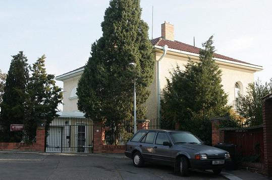 Vila Karla Gotta před přestavbou ještě i s původním plotem
