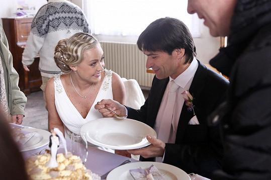 Během natáčení jim vystydla svatební polévka.