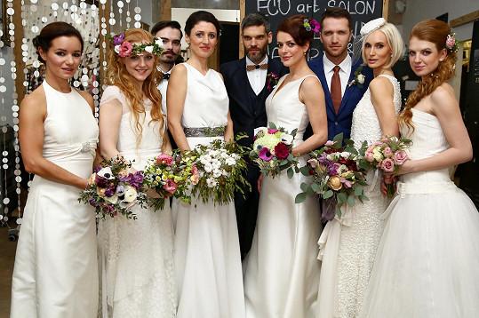 To nejsou svatebčané, ale účastníci svatebního dne.