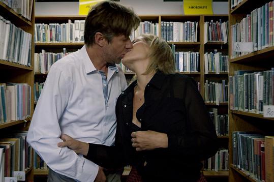 Jiří Langmajer a Zuzana Kajnarová ve filmu Sezn@mka