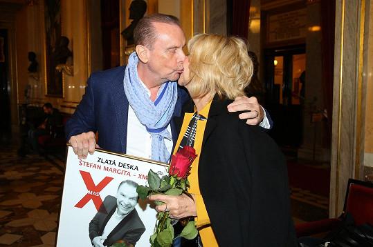 Pár přišel pogratulovat Štefanu Margitovi ke Zlaté desce. Na snímku s Hanou Zagorovou