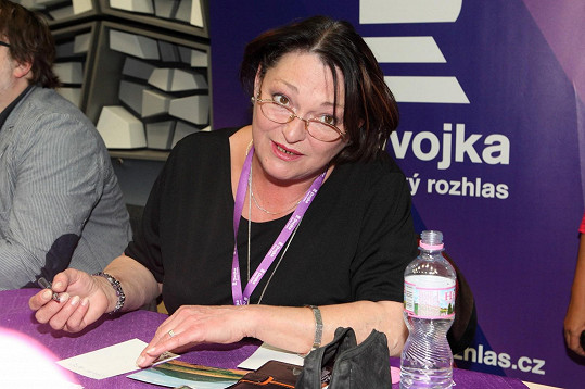 K mikrofonu se dostane jen v České televizi a Českém rozhlasu.