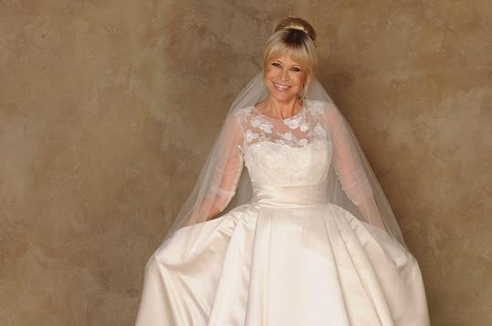 Jana Švandová si v 68 letech poprvé oblékla svatebky i se závojem.