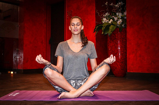 Aneta cvičila jógu vůbec poprvé.