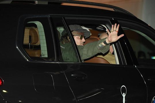 Johnny Depp dorazil do Karlových Varů ve čtvrtek v noci.