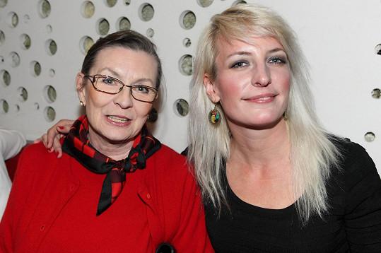 Seriálovou premiéru si nenechala ujít ani maminka Anny Polívkové Evelyna Steimarová.