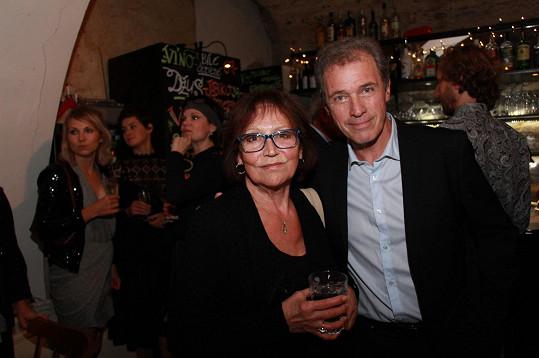 S kamarádem a principálem Ungeltu Milanem Heinem, který jí v Posledním recitálu sekunduje ve dvou duetech...
