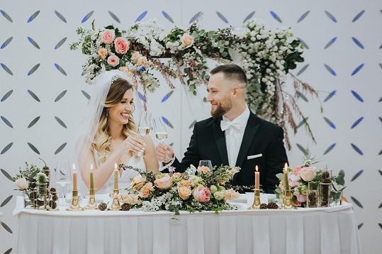 Kadri a Andrea během svatební hostiny