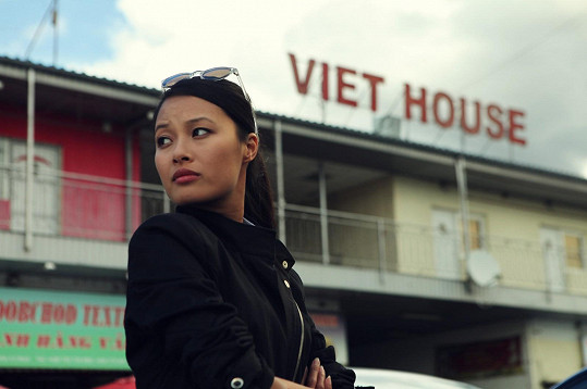 Ha Thanh Špetlíková dostala roli vietnamské policistky.
