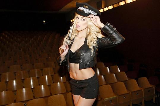Denisa Grossmannová coby sexy policistka