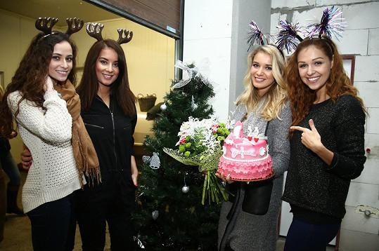 Gábina slavila s kráskami Terezou Skoumalovou, Nikolou Buranskou a Lucií Kovandovou.