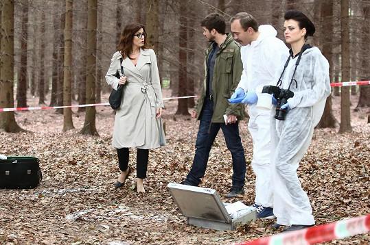 Jana Stryková se seriálovými kolegy Soňou Norisovou a Patrikem Děrgelem, kteří tvoří ústřední dvojici.