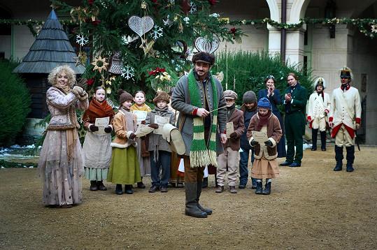 Točilo se letos v lednu, na fotce s dětmi a kolegou Vojtou Kotkem.