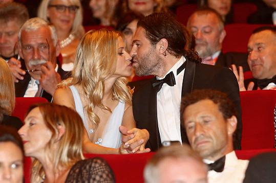 Jaromír a jeho Veronika a jejich první oficiální polibek na veřejnosti