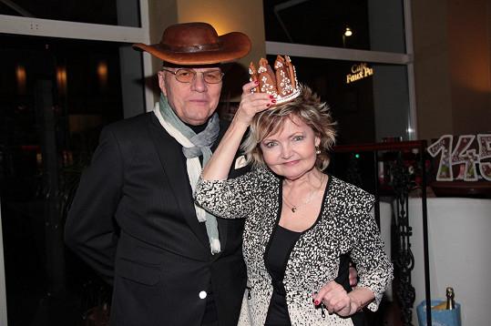 Herecký pár se dočkal i stylových dárků.