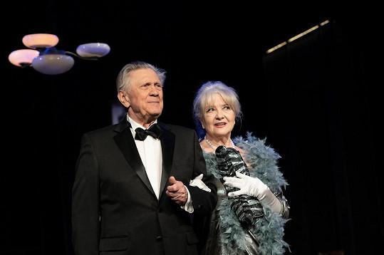 Mayerová a její manžel Petr Kostka ve hře Oscar pro Emily v divadle Studio DVA