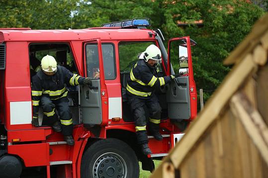 Na vše dohlíželi hasiči.