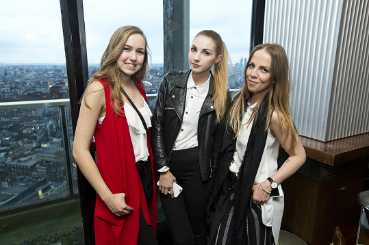 Jágrová s kolegyněmi blogerkami Nicole Ehrenbergerovou a Ejvi