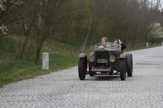 Regina Řandová s Annou Fialovou nemají v První republice právě láskyplný vztah.