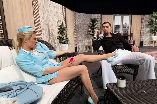 Stejnou roli jako Denisa hraje u konkurence Eva Perkausová.
