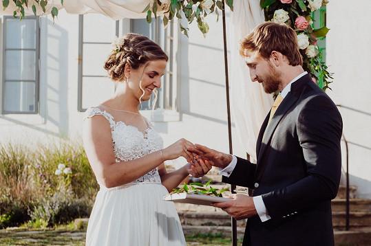 Po svatbě následují líbánky, pak měsíc společného bydlení. Poté Petra a René řeknou, zda spolu zůstanou, nebo se rozejdou.