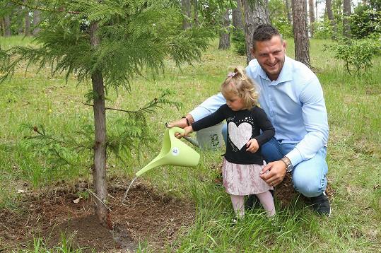 Zasadili spolu strom.