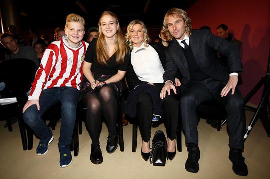 Příště už fotbalista dorazí do Čech s manželkou Ivanou a dětmi.