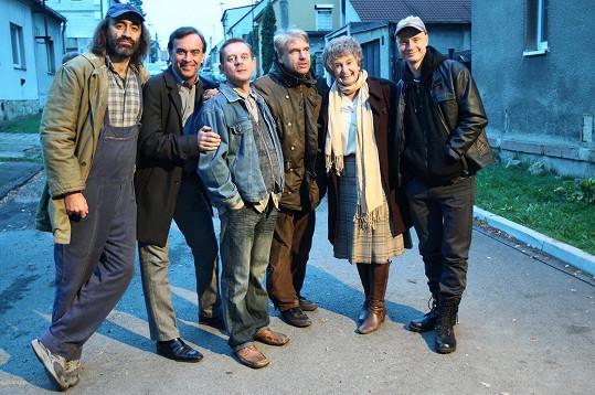 Holubová s kolegy Kohákem, Matonohou, Čtvrtníčkem, Budařem a režisérem Vorlem