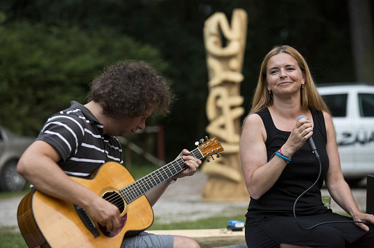 Lenka Nová se zúčastnila akce Jedeme řeky a zazpívala vodákům.