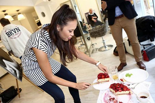 Monika ochutnala dort od majitele salonu Pityho.