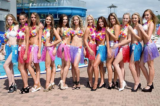 Semifinalistky v atraktivních oblečcích.