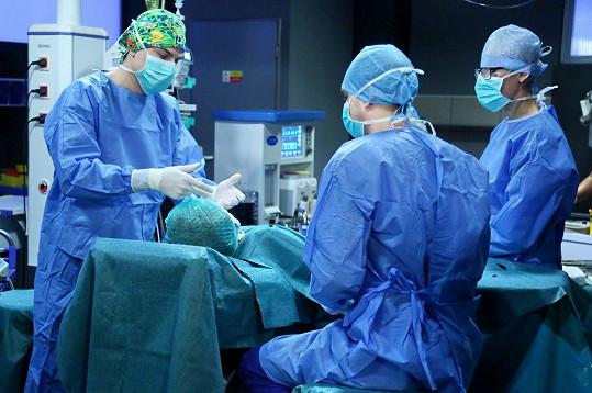 David Gránský při natáčení náročné operace.