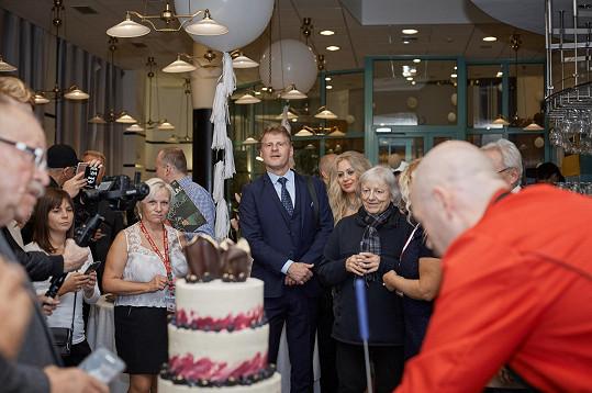 Po vystoupení nechyběl velký dort.
