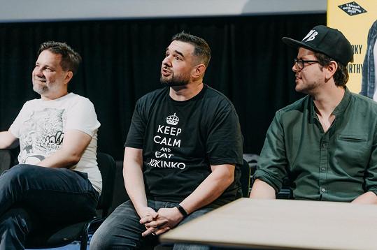 S producentem nové komedie, v níž se dva kamarádi snaží odhalit záhadu Devíti křížů, Vratislavem Šlajerem a režisérem Andym Fehu.