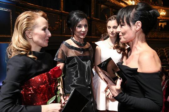 Rochové gratuluje šéfka Designbloku Jana Zielinski a Libuše Šmuclerová.