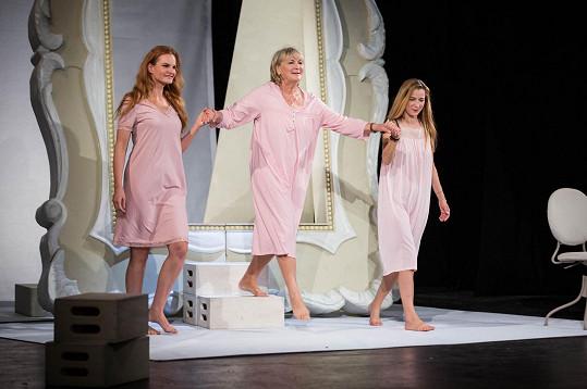 Iva Pazderková, Eliška Balzerová a Marika Šoposká, která ve StarDance bude tančit s Robinem Ondráčkem.